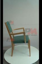 Красив дървен стол